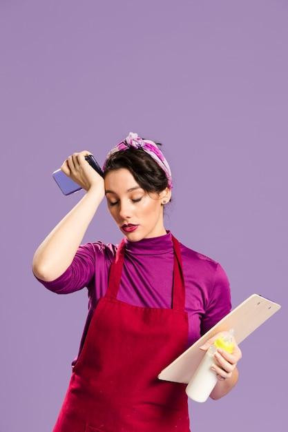 Femme Fatiguée Avec Des Tâches Ménagères Et Professionnelles Photo gratuit