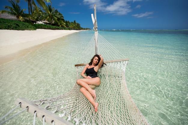 Femme, Hamac, Exotique, Plage, île Photo Premium