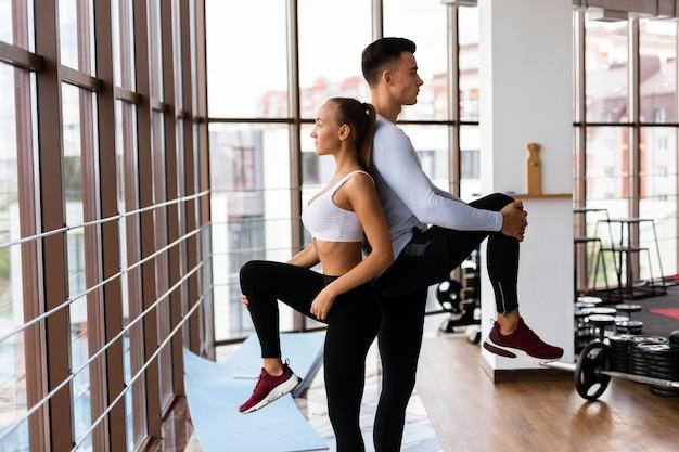 Femme, Homme, Exercice, Miroir, Gymnase Photo gratuit