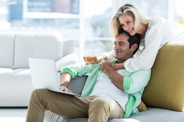 Femme, Homme, Utilisation, Maison Photo Premium
