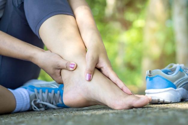 Femme, jambe, douleur, exercice Photo Premium