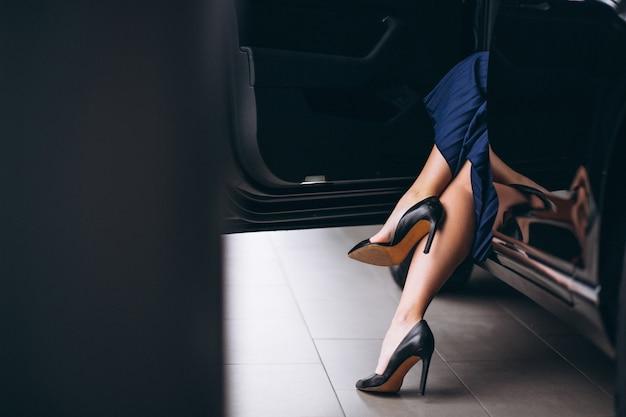 Femme, jambes, gros plan, automobile Photo gratuit