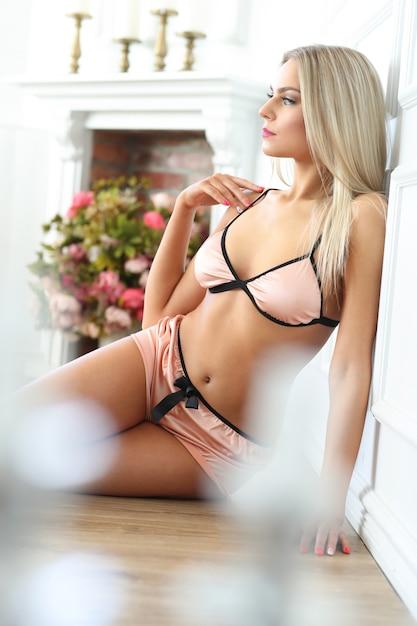 Femme En Lingerie Photo gratuit