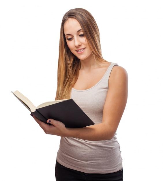 Femme Lisant Un Livre Photo gratuit