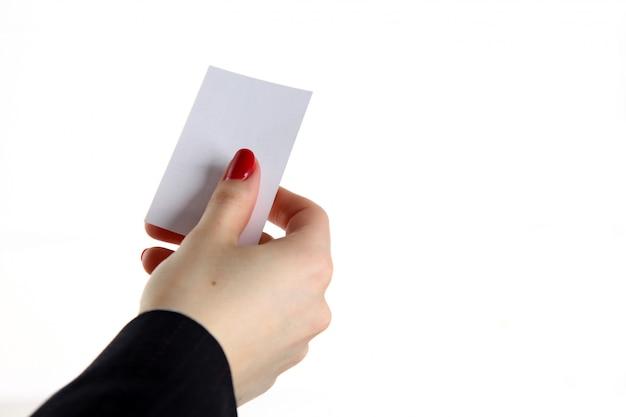 Femme main tenant la carte de visite au bureau Photo Premium