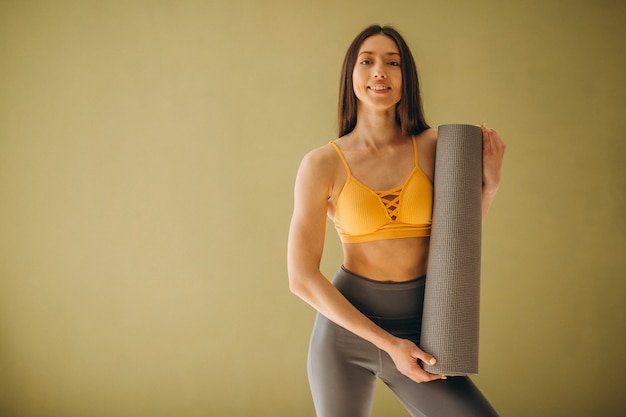 Femme, natte yoga, pratiquer yoga Photo gratuit