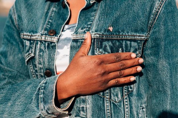 Femme Noire, Tenant Main, Coeur Photo gratuit
