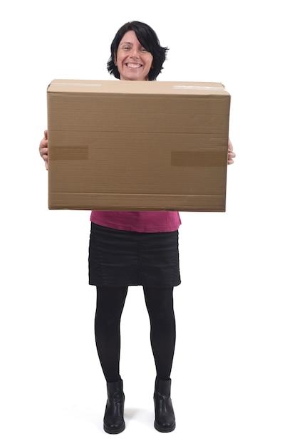 Femme avec paquet sur fond blanc Photo Premium