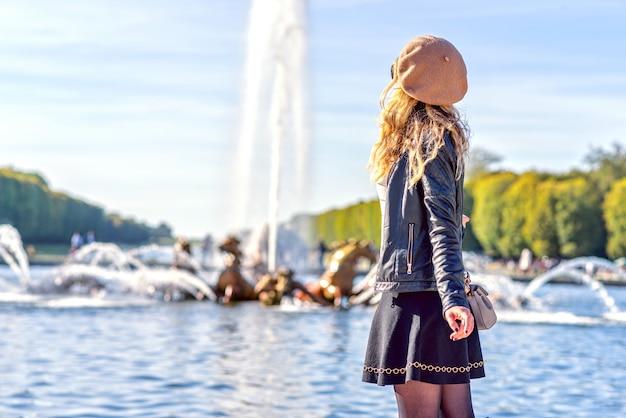Femme, paris, fontaines, france Photo Premium