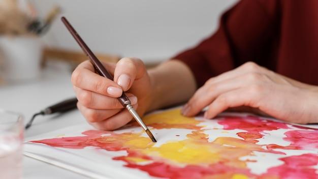 Femme Peinture à L'aquarelle Sur Papier Photo gratuit