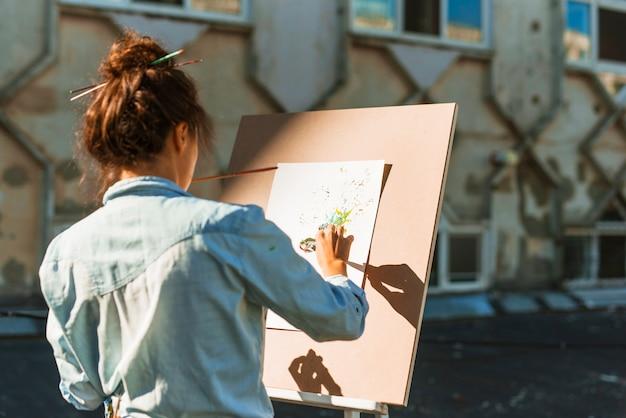 Femme, peinture, dehors Photo gratuit