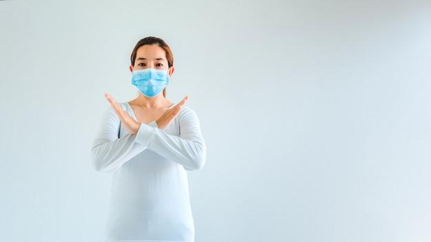 Femme Portant Un Masque Pour éviter Les Maladies Infectieuses Photo Premium