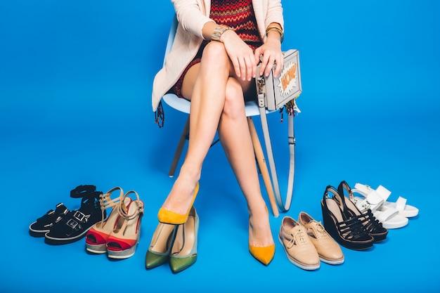 Femme, Poser, à, élégant, Chaussures été, Mode, Et, Sac, Longues Jambes, Shopping Photo gratuit