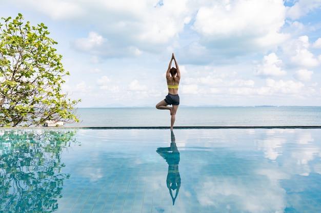 Femme, Pratiques, Yoga, Lotus, Pose Photo Premium