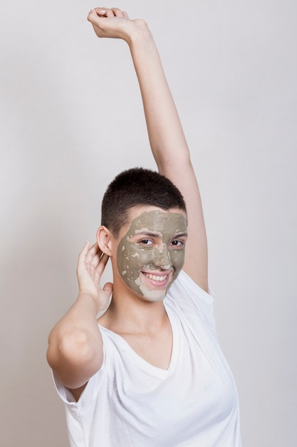 Femme prenant soin de sa peau Photo gratuit