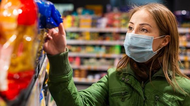Femme, Préparer, Coronavirus, Quarantaine Photo Premium