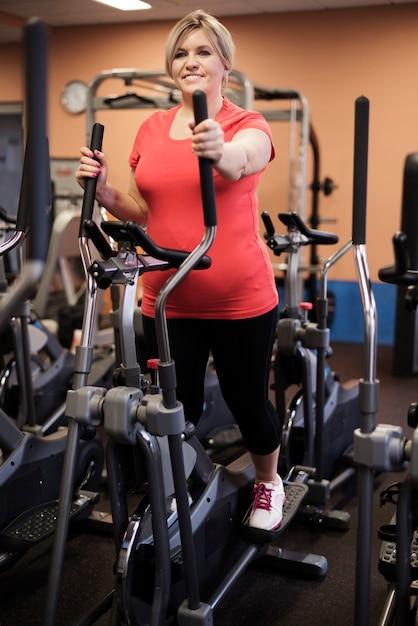 Femme Qui Aime L'entraînement Cardio Photo gratuit