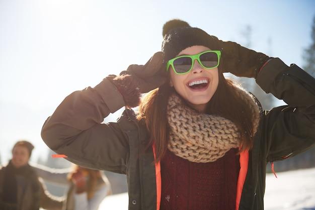 Femme Qui Aime Vraiment L'hiver Photo gratuit