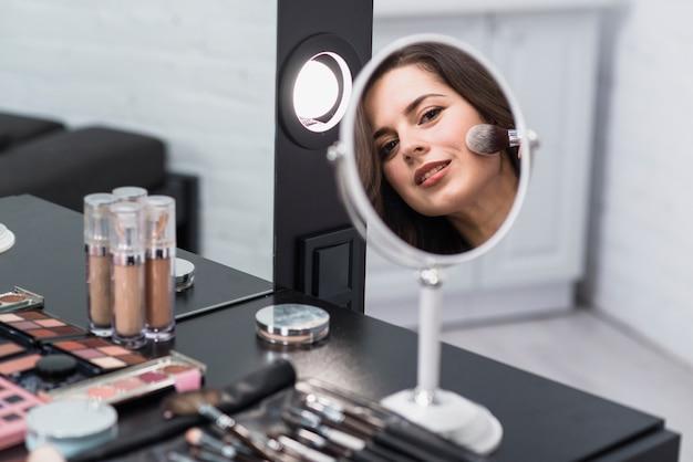 Femme, Refléter, Miroir, Maquillage, Brosse Photo gratuit
