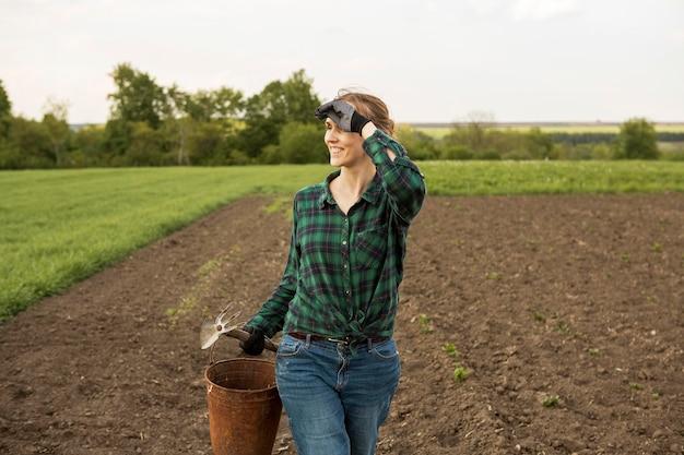 Femme, Regarder, Récolte, Terre Photo gratuit