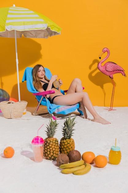 Femme, reposer, transat, plage Photo gratuit