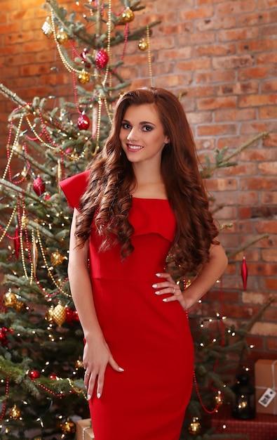 Femme En Robe Rouge Photo gratuit