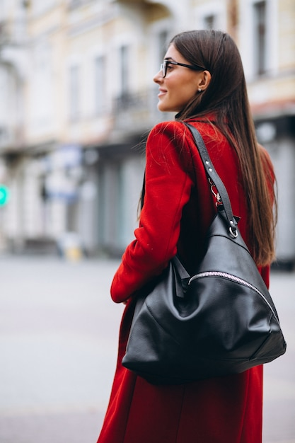 Femme avec sac Photo gratuit