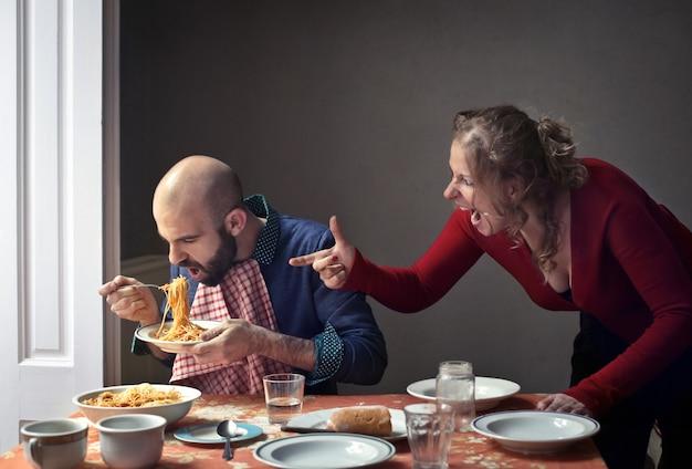 Femme se disputant avec son mari Photo Premium