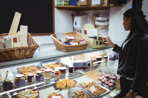 Femme, Sélection, Emballé, Nourriture, Nourriture, Compteur Photo gratuit