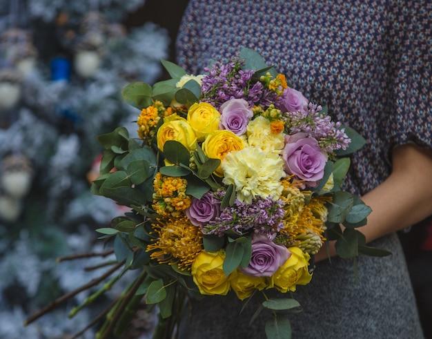 A, Femme, Tenue, Bouquet, Automne, Automne, Couleur, Fleurs, Main Photo gratuit
