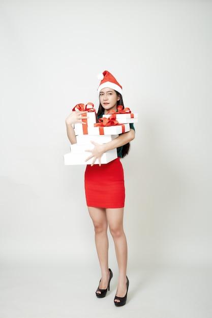 Femme, Tenue, Cadeau, Boîte, Noël Photo Premium