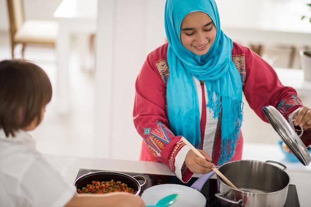 Femme traditionnelle musulmane Photo Premium