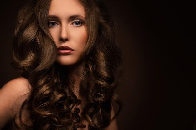 Femme très sexy montre son look naturel Photo gratuit