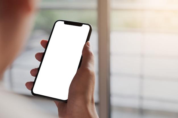 Femme, Utilisation, Smartphone Téléphone Mobile à écran Vide Pour Le Montage Graphique.service De Mise En Réseau. Photo Premium