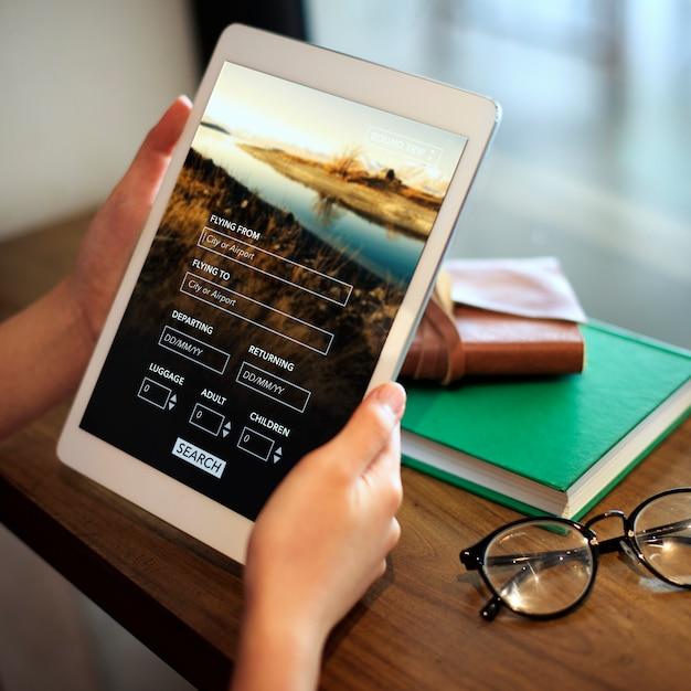 Femme, utilisation, tablette numérique Photo Premium