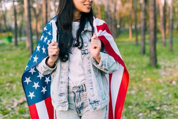 Femme en veste de jean avec drapeau usa Photo gratuit