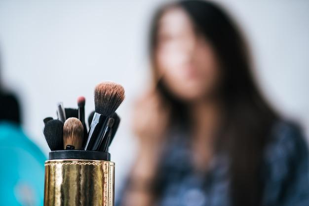 Femmes, maquillage, brosse, cosmétique Photo gratuit