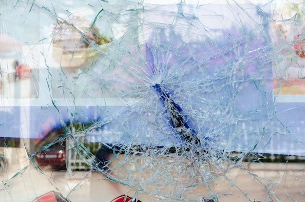 Fenêtre En Verre Fissurée Et Cassée Photo gratuit