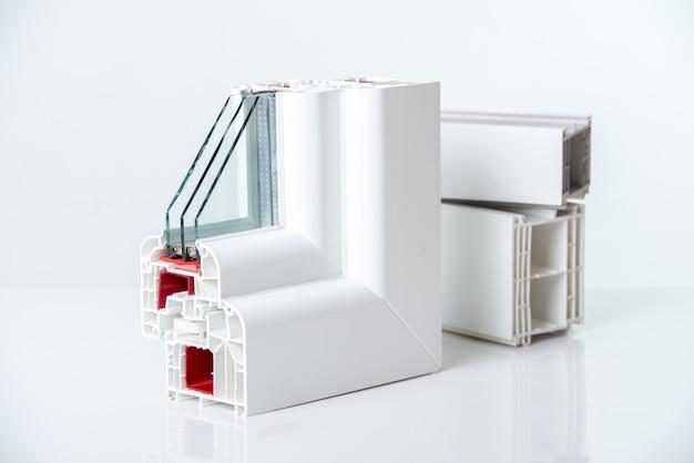 Fenêtres en pvc avec triple vitrage Photo Premium