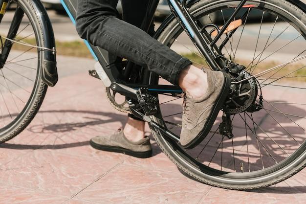 Fermer la partie inférieure du vélo électrique Photo gratuit