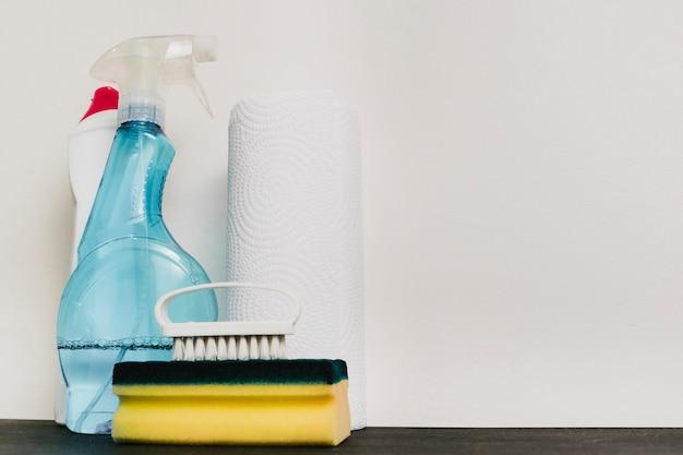 Fermer les produits de nettoyage avec espace de copie Photo gratuit
