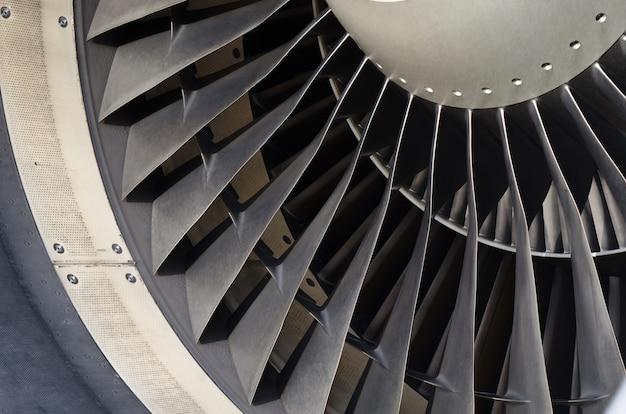 Fermez la pale du ventilateur de l'avion moteur. Photo Premium