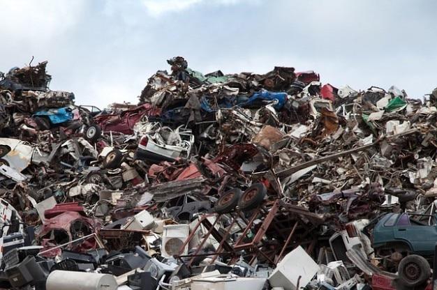 Ferraille ferraille ordures décharge de recyclage des métaux cour Photo gratuit