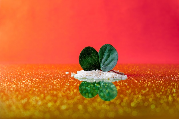 Festival indien dussehra, feuille et riz Photo Premium