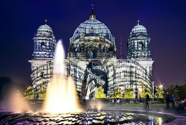 Festival des lumières à berlin, cathédrale de berlin Photo Premium
