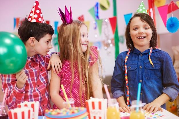 Fête D'anniversaire De Notre Ami Photo gratuit