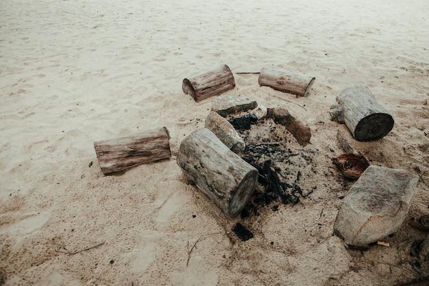 Fête au coin du feu à la plage Photo Premium