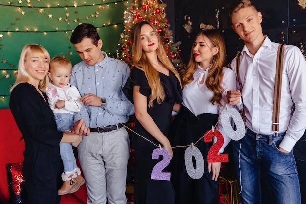 Fête de nouvel an numéros 2020, arbre de noël Photo Premium