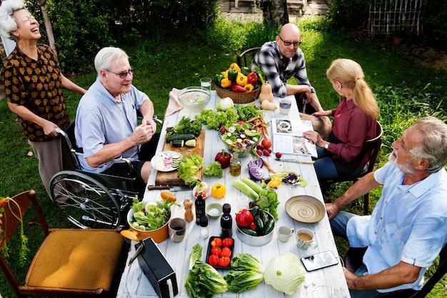 Fête des personnes âgées Photo gratuit