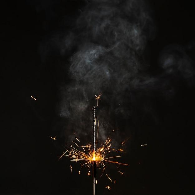 Feu de bengale presque brûlé Photo gratuit
